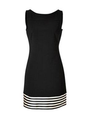 Лучше всего девушкам с фигурой «Яблоко» подходят классические платья-футляр: прямые