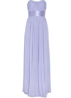 Платье фасона Ампир - удачный выбор. Линия талии чуть ниже бюста идеально скрывает широкие бёдра и ноги, а уплотнённый лиф визуально увеличивает грудь.