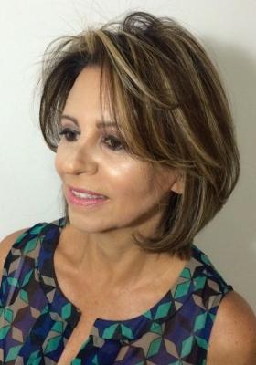 Прически на средние волосы для женщин 50+и: фото