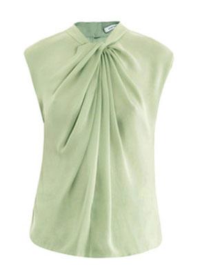 14de802d40d ... Красивые тонкие руки не стоит прятать под длинный рукав. Блузки лучше  выбирать с коротким рукавом ...
