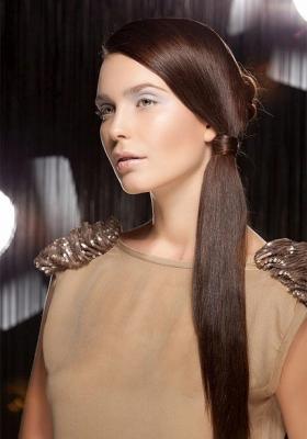 прически на гладкие длинные волосы фото