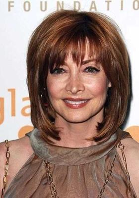 Прически на средние волосы для женщин 50 : фото