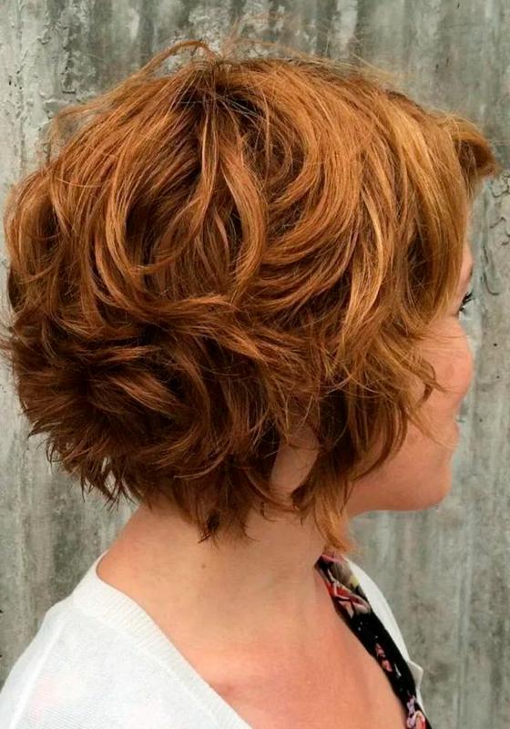 Женская стрижка Боб-Каре на волнистые волосы: фото