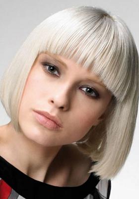 Стрижка каре на средние волосы с челкой: фото