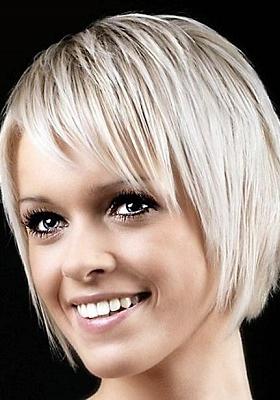 Стрижка боб на короткие волосы с челкой: фото
