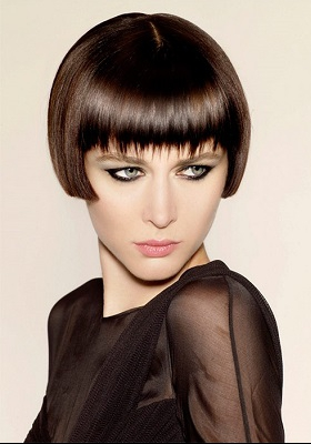 Стрижка каре на короткие волосы с челкой: фото