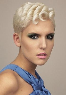 Стрижка Пикси с косой челкой: фото