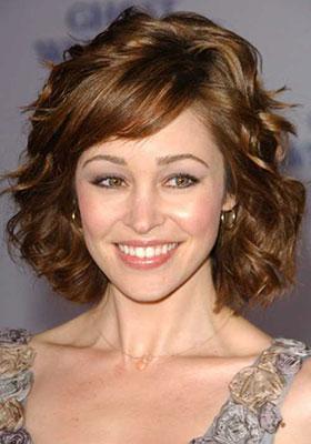 Фотография стрижки боб на волнистые волосы средней длины