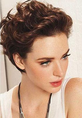 Фотография стрижки боб для коротких волнистых волос