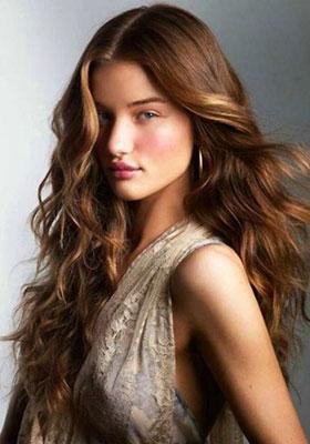 Фото стрижки каскад на длинные волнистые волосы