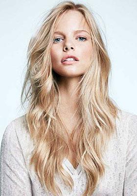 Фото стрижки лесенка на длинные волнистые волосы