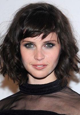 Фото стрижки каре на волнистые волосы средней длины