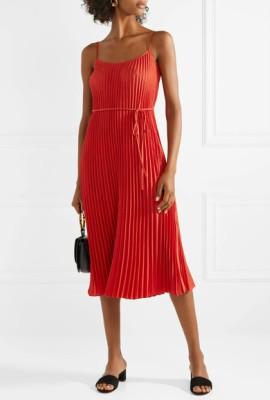 Тонкие ремни и пояса на платьях для невысоких женщин