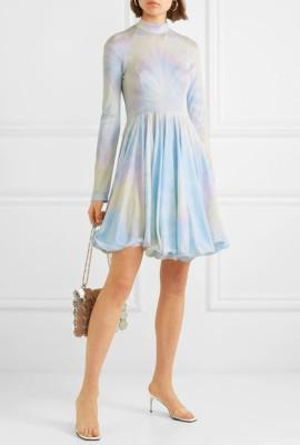 Платье с неярким принтом