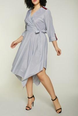 Однотонные модели платьев с завышенной линией талии