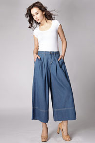 С чем носить юбки и штаны в этом сезоне: 15 стильных блуз и кофт. Идеальное сочетание новые фото